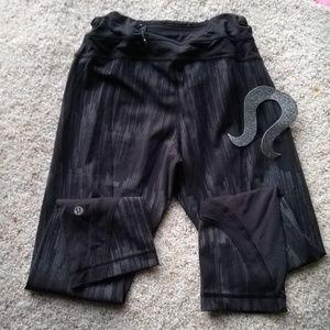 LULULEMON 6 black crop leggings